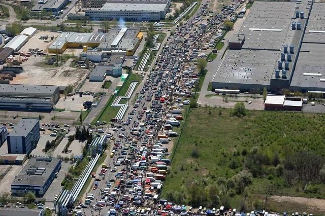 Jest decyzja w sprawie giełdy samochodowej przy ul. Puszkina w Łodzi. Czytaj na kolejnym slajdzie