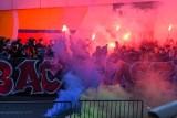Fortuna Puchar Polski. Kibice Arki w meczu z Piastem dopingowali przed stadionem [ZDJĘCIA]