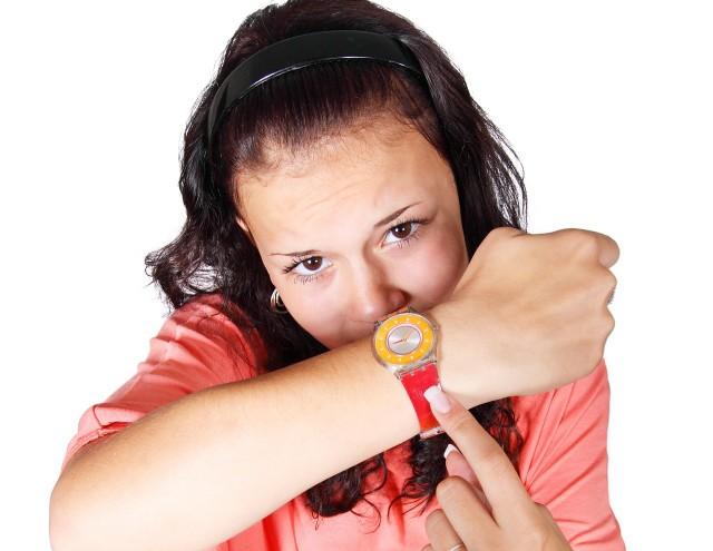 Czas z letniego na zimowy zmieniamy 30 października 2016 r. Wówczas cofamy wskazówki zegarków o godzinę.