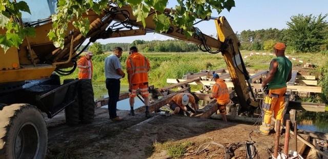 Generalny remont mostu dobiega końca. Najbardziej ucieszą się rolnicy, którzy swoje pola uprawne mają po drugiej stronie rzeki