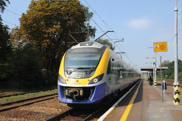 Pasażerowie przekonali się już do podmiejskich pociągów. Teraz znów będzie ich mniej i trzeba będzie przeprosić się z autobusami