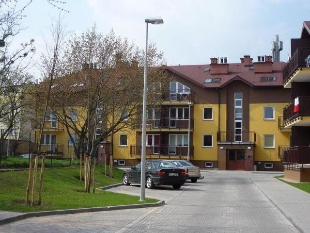 Bloki Toruńskiego Towarzystwa Budownictwa SpołecznegoWarunkiem zamieszkania w zasobach TTBS jest wpłata 30 procent wartości mieszkania. Należy też wpłacić kaucję, może ona wynosić nawet 12-krotność czynszu