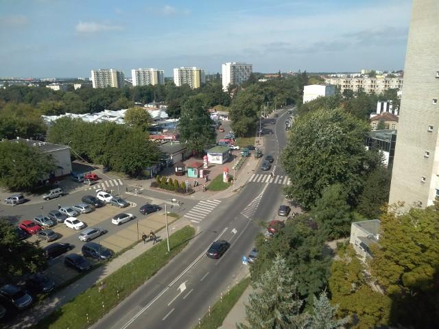 W związku z budową linii tramwajowej na Jar oraz fragmentu Trasy Staromostowej, wyciętych ma być ok. 150 drzew. Liczba ta nie jest jednak ostateczna, w MZK trwają prace nad jej zmniejszeniem. Z niezłym skutkiem, ponieważ wg danych jakie otrzymaliśmy w tym tygodniu, wyciętych miało  być o 100 drzew więcej