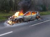 Auto spłonęło błyskawicznie. Kierująca uciekła w ostatniej chwili!