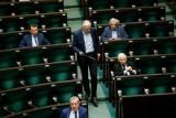 Kaczyński porozumiał się z Gowinem, wybory prezydenckie przełożone. W internecie fala komentarzy