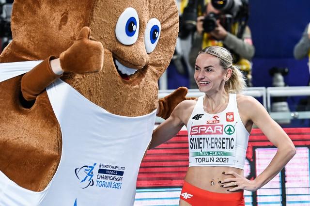 Justyna Święty-Ersetic w Halowych Mistrzostwach Europy w Toruniu wywalczyła srebrny medal w biegu na 400 m   Zobacz kolejne zdjęcia. Przesuwaj zdjęcia w prawo - naciśnij strzałkę lub przycisk NASTĘPNE