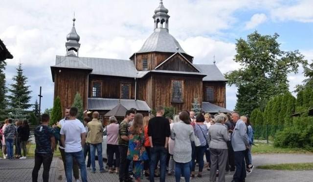 W parafii w Mnichowie, do które w czerwcu doszło do skandalicznego zdarzenia na plebanii, są już dwa nowi kapłani. Do pracy tam posłał ich biskup ordynariusz diecezji kieleckiej Jan Piotrowski.