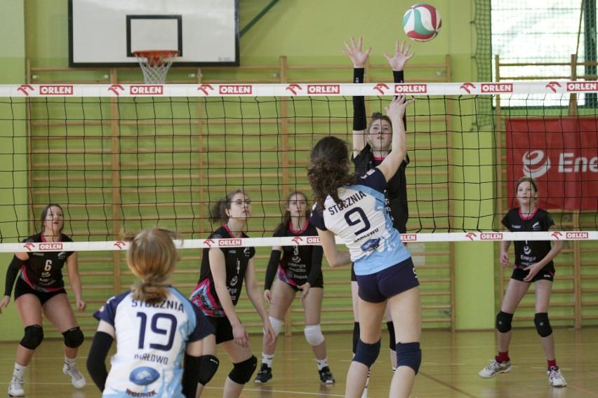 Turnieje siatkarskie młodziczek i juniorek pod patronatem Energi (zdjęcia)