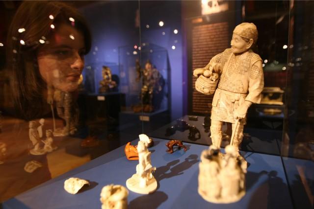 Miejsce zabytkowych ozdób z kości słoniowej jest w muzeum.