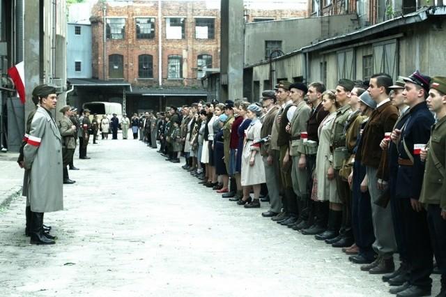 """Twórcy filmu """"Miasto 44"""" zapewniają, że takich scen wojny i takich efektów specjalnych w polskim kinie jeszcze nie było"""