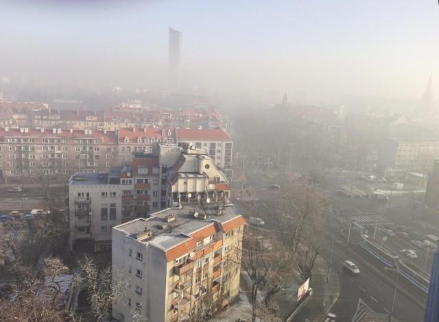 Smog we Wrocławiu. Taki widok jest niestety coraz bardziej powszechny