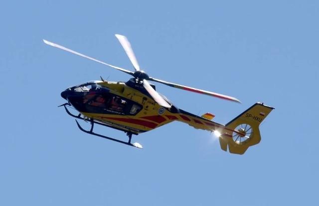 Dziecko przygniecione przez samochód zostało przetransportowane przez śmigłowiec Lotniczego Pogotowia Ratunkowego do szpitala w Gdańsku