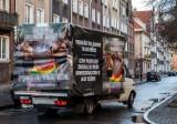 Wyrok ws. homofobicznej furgonetki uchylony przez gdański sąd. Sprawa wróci na wokandę