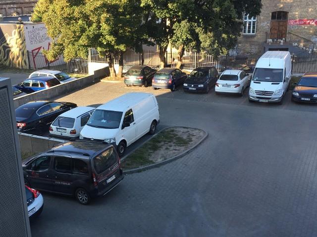 Po interwencji GL parkomat zniknął z miejsca parkingowego.