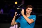 ATP Metz. Hubert Hurkacz znów bezbłędny w finale. Trzeci tytuł Polaka w tym roku. Iga Świątek zatrzymana w Bratysławie [WIDEO]