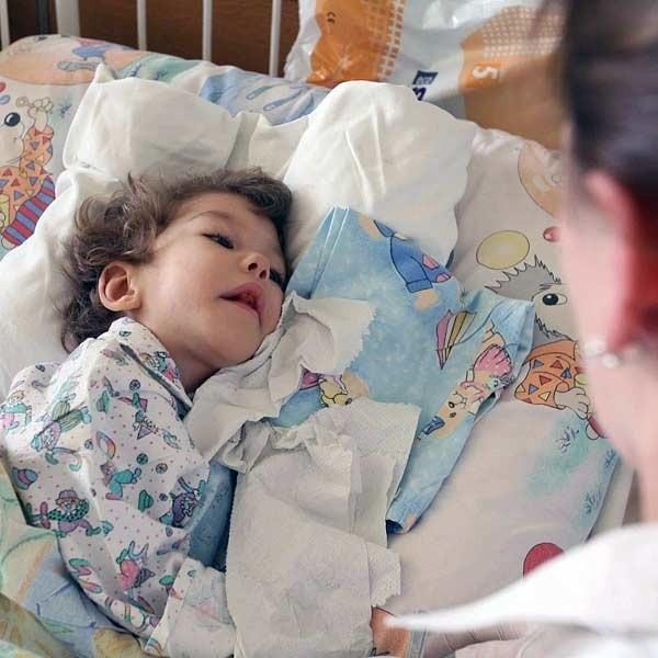 Kinga, po operacji, wraca do zdrowia w rzeszowskim szpitalu