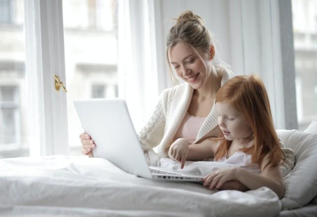 Większość matek chce kontynuować pracę po urodzeniu dziecka. Mimo to pracownice często decydują się na pozostanie w domu. Co powstrzymuje przed pracą na utrzymanie siebie i dzieci? Oto powody.