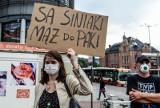"""""""NIE dla legalizacji przemocy domowej"""". W Gdańsku protestowali przeciwko wypowiedzeniu przez Polskę konwencji stambulskiej"""