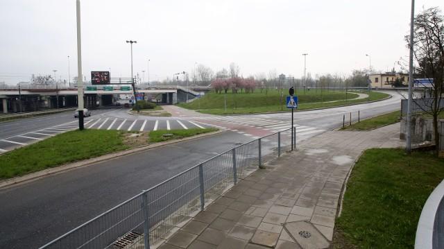 Remont wjazdu/zjazdu ma związek z budową ścieżki rowerowej przy trasie W-Z.