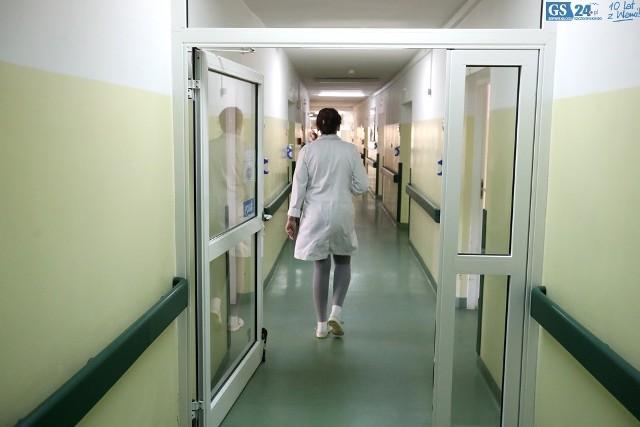 """Po zawieszeniu Oddziału Chorób Wewnętrznych w szpitalu w Zdrojach, interna w Zdunowie przeżywa oblężenie. Po połączeniu szpital może wesprzeć się kadrą z """"Arkońskiej""""."""