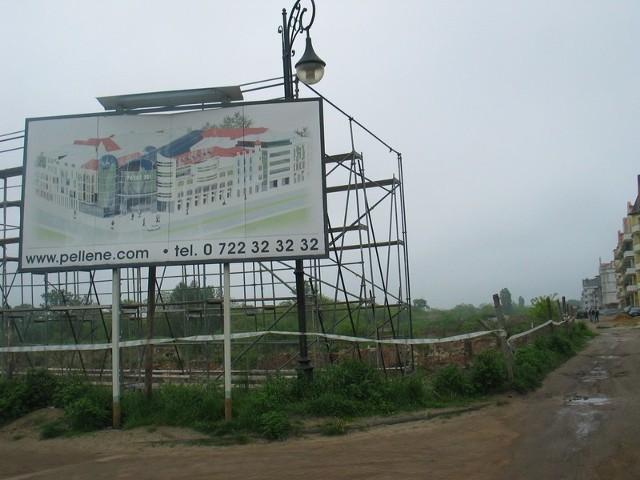 W miejscu, w którym w przyszłości ma powstać Pasaż Igi, od jakiegoś czasu stoi duża metalowa konstrukcja z reklamą z rysunkiem przyszłej galerii.
