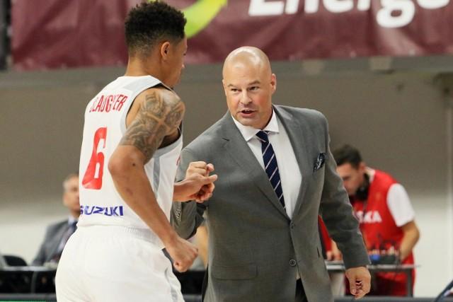 A.J. Slaughter (tyłem) i Mike Taylor zagrają w sobotę w Pekinie przeciwko... drużynie swojego kraju