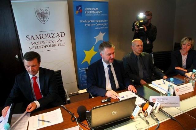 Wielkopolski Regionalny Program Operacyjny w wersji papierowej został podpisany, a kilka chwil później elektroniczną kopię wysłano mailem do Brukseli.