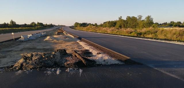 Kilometry asfaltowej jezdni można już zobaczyć na pierwszym odcinku budowanej właśnie zachodniej obwodnicy Łodzi, czyli drogi ekspresowej S14.Czytaj więcej na następnej stronie