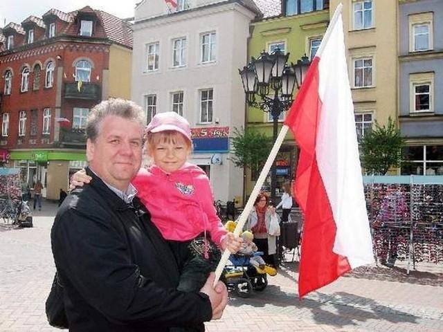 Polskie barwy narodowe wywodzą się z barw herbu Królestwa Polskiego i herbu Wielkiego Księstwa Litewskiego. Czy dziś wyobrażamy sobie Polskę bez bieli i czerwieni?