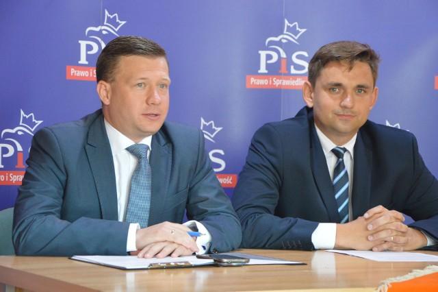 Michał Trzoska (z lewej) i Jakub Wolski podczas konferencji