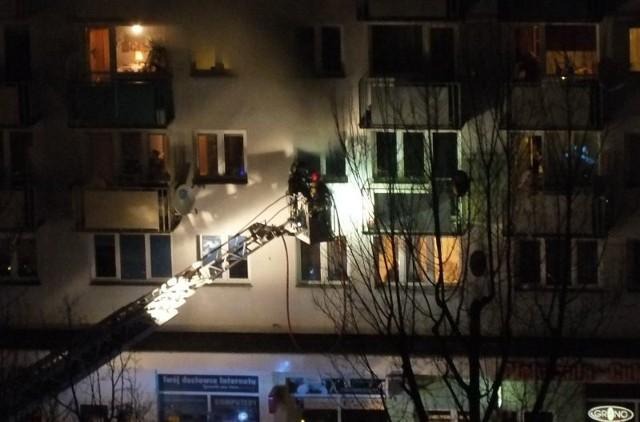 Paliło się mieszkanie w bloku przy ul. Stefana Wyszyńskiego w Zielonej Górze.
