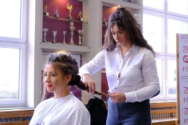 - Dobry fryzjer latami, już od młodości, wypracowuje swoje umiejętności, dyscyplinę, dobrą organizację pracy. Jeszcze łatwiej jest, gdy ma się do tego smykałkę - mówi Sandra Ledwig.