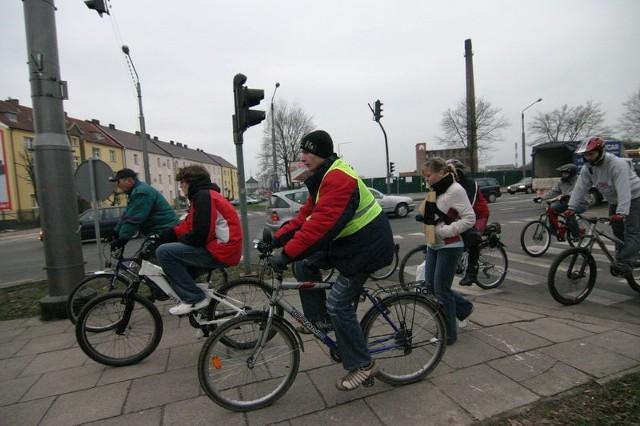 Juz po raz 9. slupscy rowerzyści zorganizowali w sobote tzw. mase krytyczną, czyli zbiorowy przejazd przez miasto. Tym razem uczestniczylo w nim blisko piecdziesieciu rowerzystów w róznym wieku.