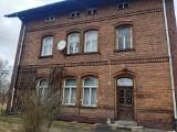 Do kapitalnego remontu, ale po okazyjnych cenach! Kolej sprzedaje mieszkania w okolicach Żar i Żagania!