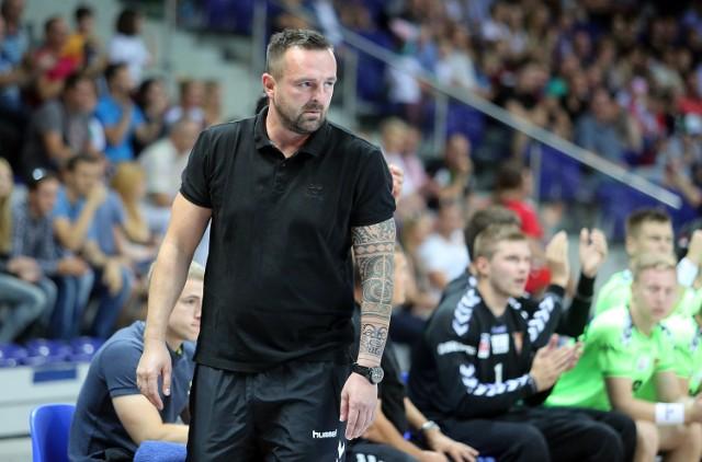 Rafał Biały musi poszukać rozwiązania problemów w grze zespołu, bo Pogoni grozi nawet spadek do I ligi.