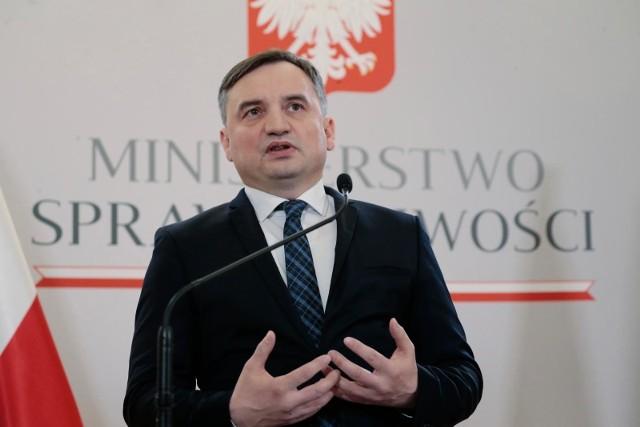 Prokurator generalny Zbigniew Ziobro polecił wszcząć śledztwo w sprawie zmuszenia do lądowania samolotu linii Ryanair w Mińsku- poinformowano.