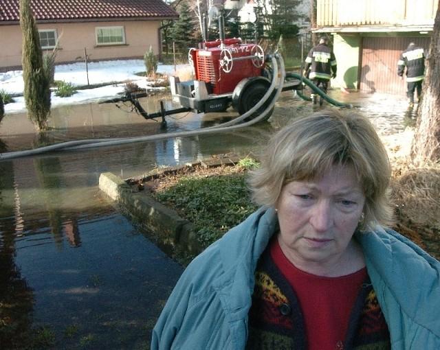 - Cała działka jest pod wodą, a na parterze domu mamy pół metra wody – mówi Krystyna Bula, właścicielka najniżej położonej posesji przy ulicy Prusa w Jaśle.