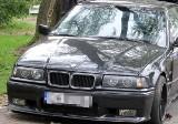 Pijany kierowca BMW uderzył w drzewo. Uważał, że nic się nie stało
