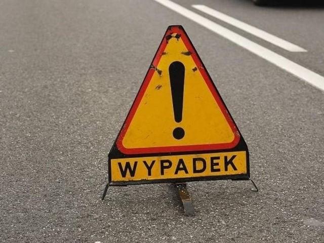 Groźny wypadek w powiecie średzkim. Droga zablokowana.