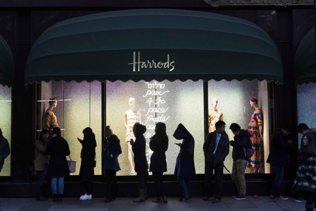 Harrods – ten luksusowy londyński dom towarowy organizuje zimowe wyprzedaże już od XIX wieku