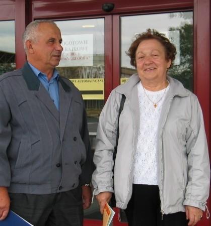 Zofia Kupiec przepracowała w hucie 25 lat, a Rudolf Nowicki 24 lata. W byłej firmie prosili młodszych kolegów, by nie zapomnieli, że kiedyś też pójdą na emerytury.