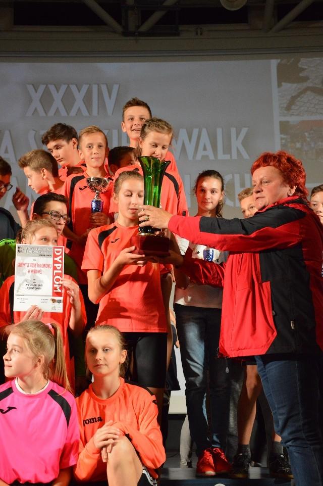 W kategorii szkół podstawowych wygrała drużyna SP w Wiśniowej