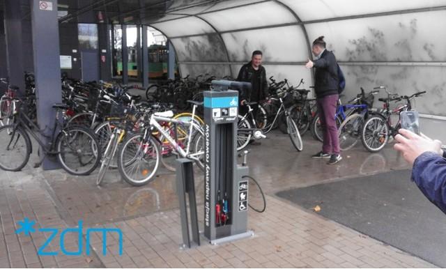 Poznań: Przybywa samoobsługowych stacji napraw rowerów. W tym roku planowany jest montaż kolejnych pięciu