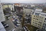 """""""Wojna parkingowa"""" w centrum Poznania: kto ma prawo zarabiać na parkingu? """"Ona czuje się bezkarna, a ja się boję. Siłą mnie wyrzucili"""""""