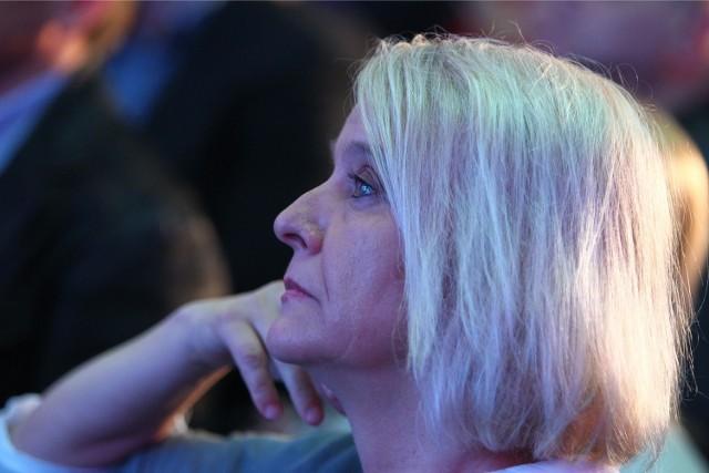 W marcu 2013 roku, kierująca wtedy Teatrem Ósmego Dnia Ewa Wójciak nazwała na Facebooku papieża ch...