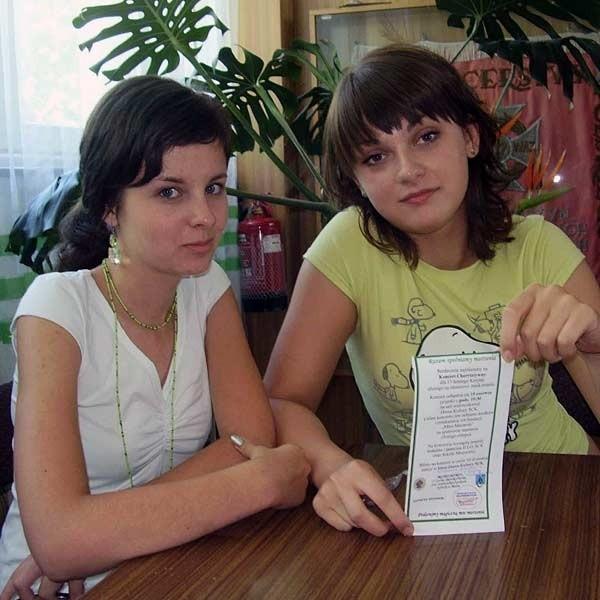 Patrycja i Natalia z klasy I h: - Od ferii zimowych zaangażowaliśmy się intensywnie w akcję charytatywną.