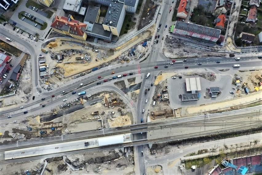 Jednym z nich jest budowa estakady nad ulicą Oleską,...