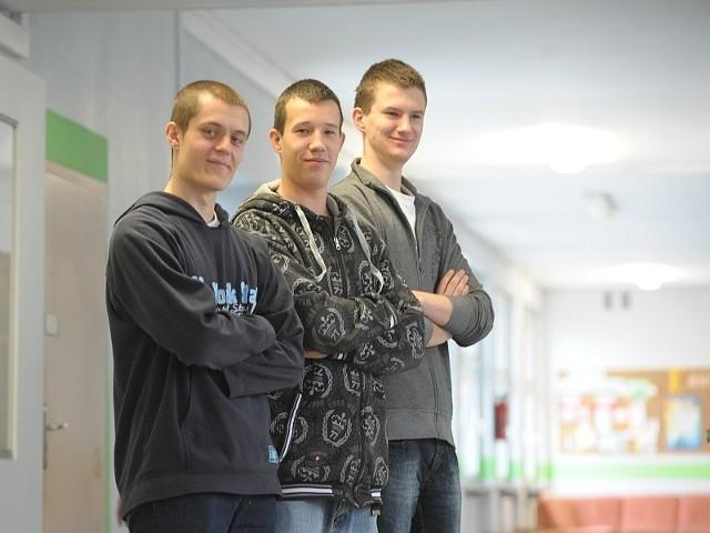 Na zdjęciu (od lewej): Paweł Kotyś, Maciej Pacholak i Mateusz Mizio. Brakuje Piotra Pezdka, który najlepiej w kraju napisał test.