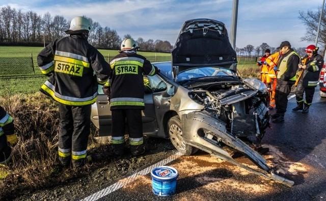 Wypadek na DK 11 pomiędzy Byczyną a Gołkowicami.