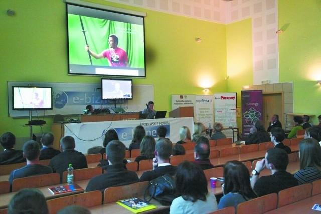 II Podlaskie Forum E-Biznesu już 14 grudniaZdjęcie archiwalne sprzed roku – w czasie wideokonferencji Tomasz Bagiński, reżyser i twórca, animator, pokazywał zgromadzonym swoje najlepsze filmy, a także mówił o swoich pasjach i inspiracjach